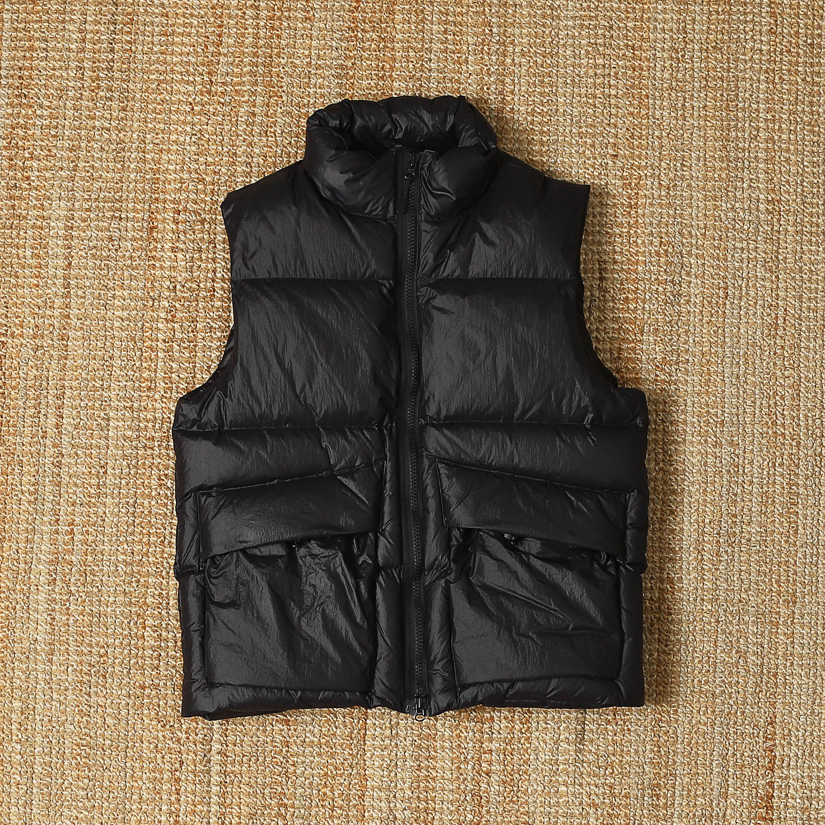 UNAFFECTED PUFFA DOWN VEST - BLACK